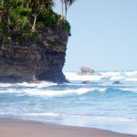 Serunya Pantai Batu Hiu
