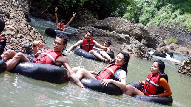 Petualangan River Tubing Di Curug Bojong