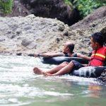 Aktifitas River Tubing Di Curug Bojong